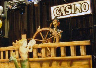 noche-pirata-escenario-timon-letrero
